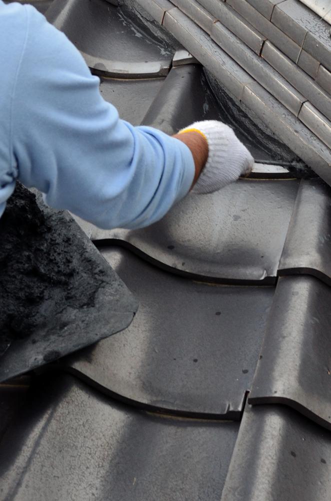 屋根瓦漆喰 施工中