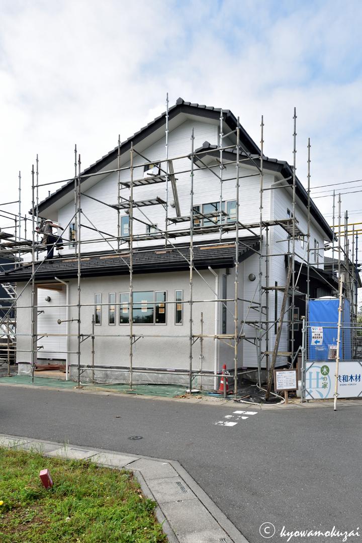 新築工事の現場の足場解体
