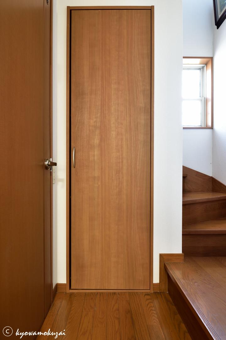 リフォーム後階段下収納扉
