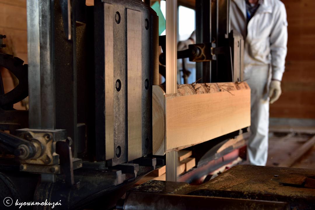 西川材 ヒノキ腰板の製材
