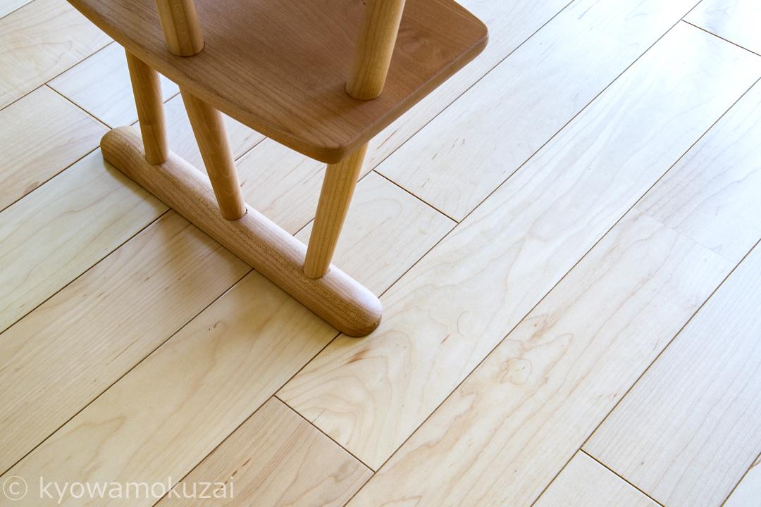 メープルの床材